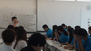 中国語と英語が飛び交う教室