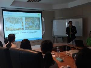 タイの文化について講義