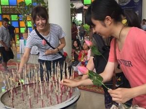 タイのお寺でお作法を実践